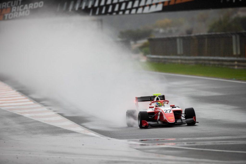 F3 | Logan Sargeant vola sotto la pioggia di Valencia