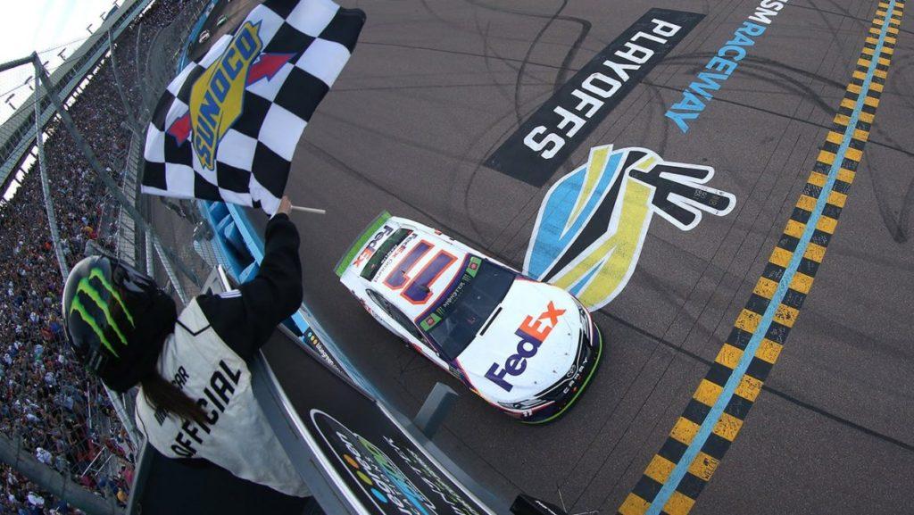 NASCAR | Hamlin domina a Phoenix e si qualifica per Miami insieme a Kyle Busch!