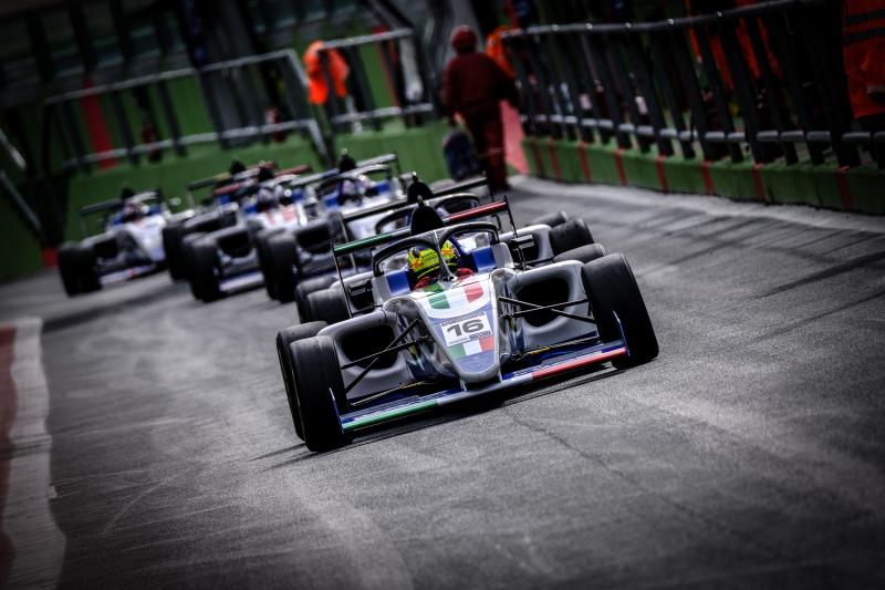 FIA Motorsport Games 2019: Andrea Rosso oro in F4, Italia 2a nel medagliere