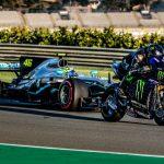F1 | Hamilton - Valentino Rossi, le prime immagini dello scambio a Valencia 9