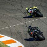 F1 | Hamilton - Valentino Rossi, le prime immagini dello scambio a Valencia 6