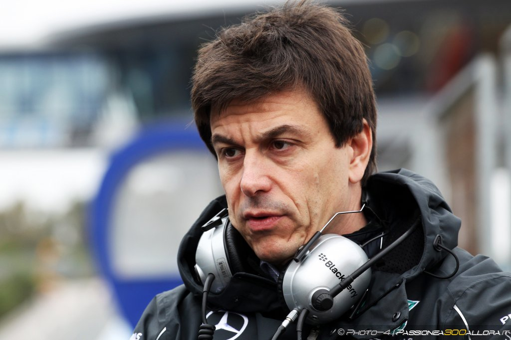 Infortunio in bici per Toto Wolff