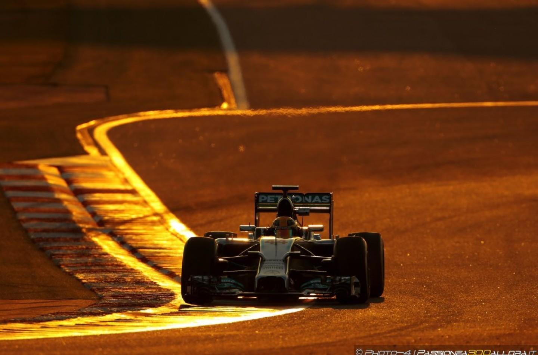 GP di Singapore, Prove Libere 2: Hamilton al comando