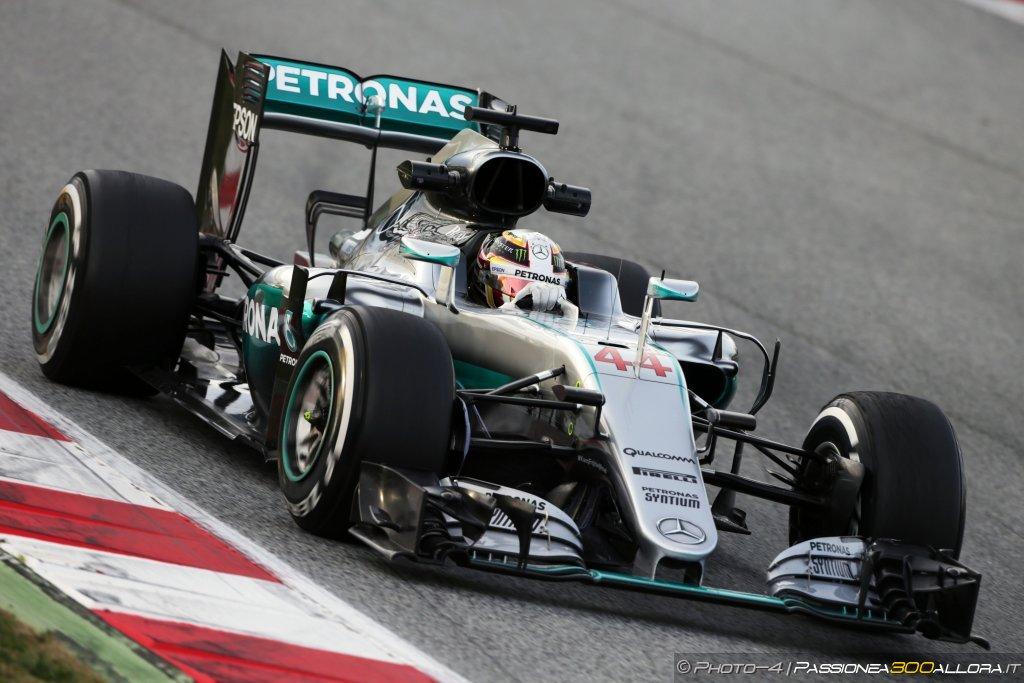 F1 | GP d'Australia, FP1: Hamilton sulle Red Bull nella pioggia