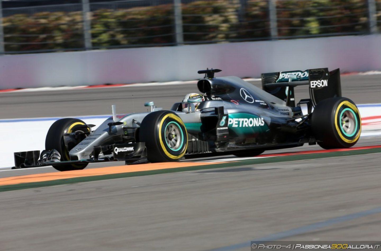 F1 | GP Gran Bretagna, FP2: Hamilton ok, Rosberg fermo