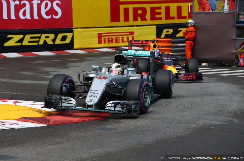 F1   Mercedes, Hamilton: nessun desiderio di andare in Ferrari