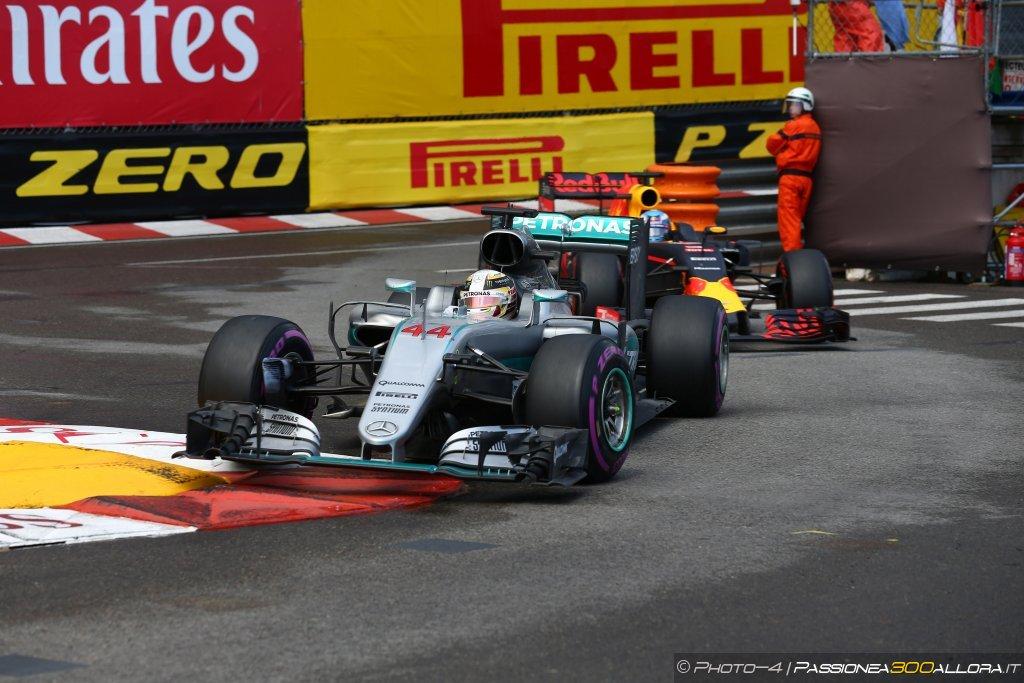F1 | Mercedes, Hamilton: nessun desiderio di andare in Ferrari