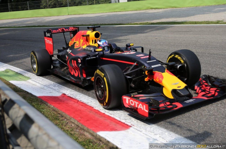 F1   Ricciardo vince in Malesia su Verstappen e Rosberg. Hamilton e Vettel ritirati.