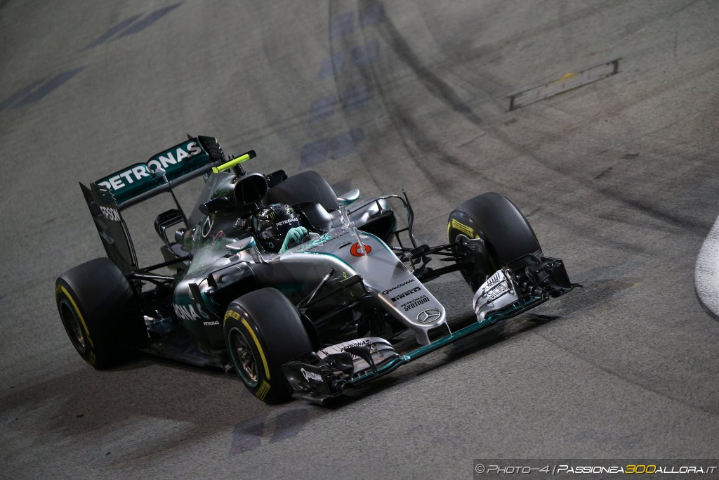 F1 | GP Singapore, prove libere: la parola a Mercedes, Ferrari, Williams