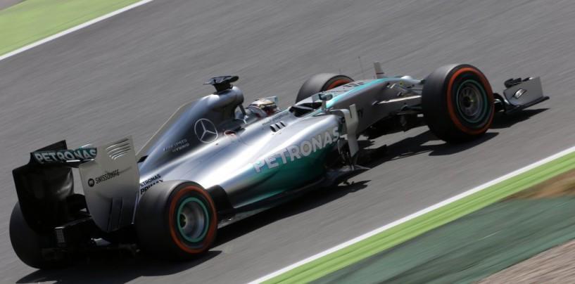 """Hamilton e la Mercedes """"sospendono"""" le trattative per il rinnovo di contratto"""