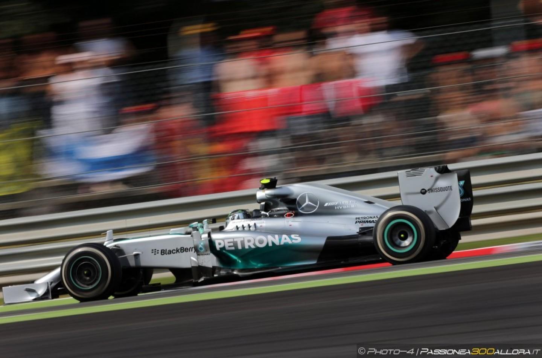 Rosberg nega che gli errori in gara a Monza siano stati fatti di proposito