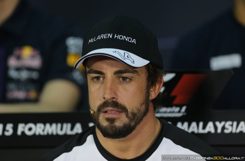 """Alonso: """"Neanche un uragano avrebbe spostato una macchina a quella velocità"""""""