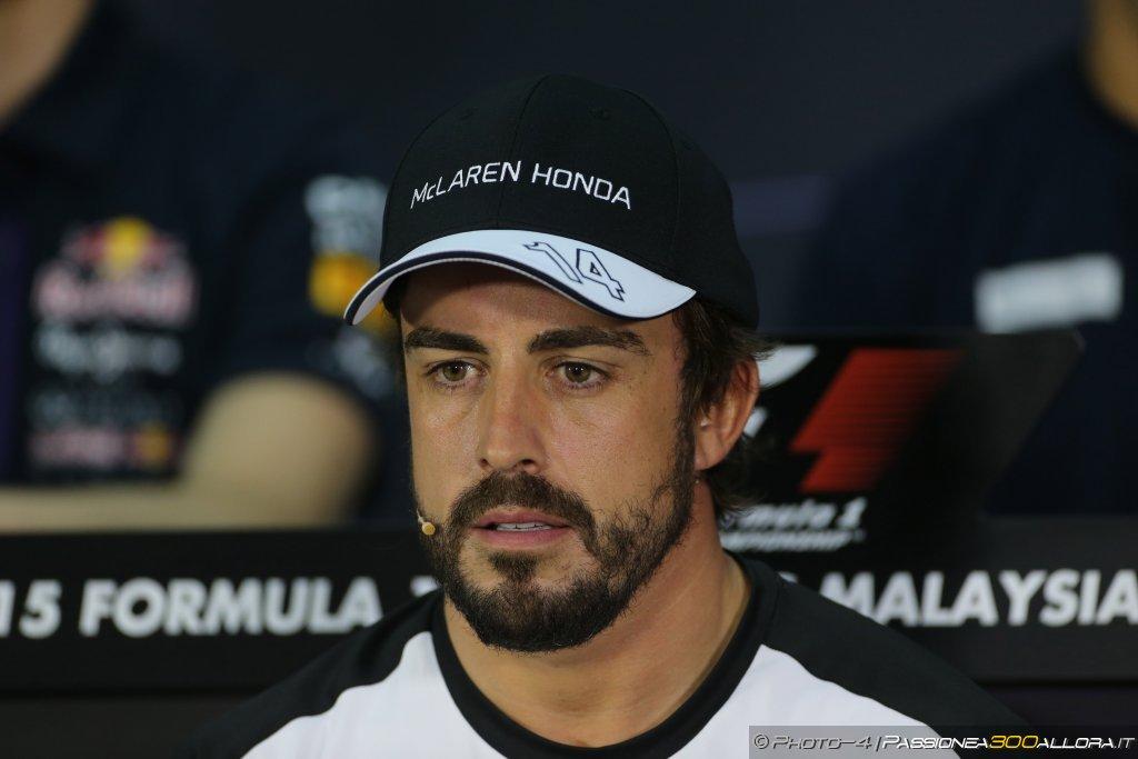 McLaren, Alonso: inutile copiare la Mercedes