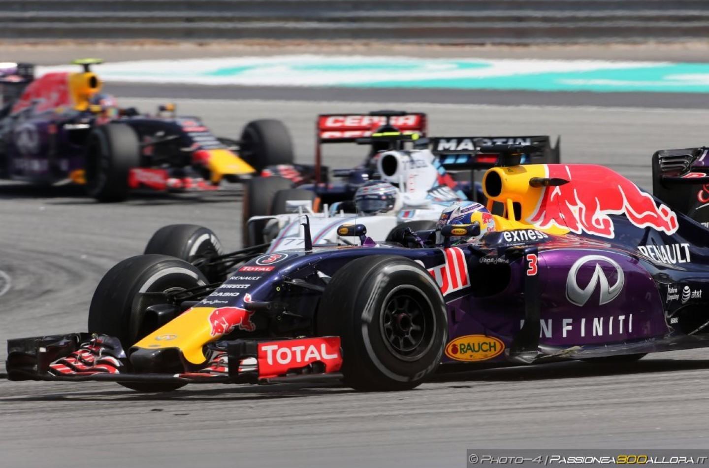Entrambe le Red Bull penalizzate di 10 posizioni a Monza