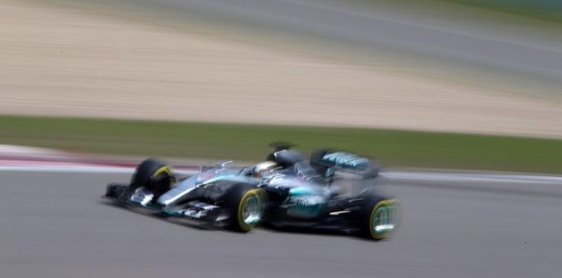 GP d'Ungheria, libere 2: Hamilton ancora ok, poi le Red Bull (con fumo...)
