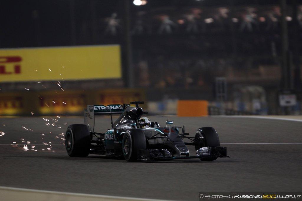 Hamilton Re del Bahrain, Kimi fantastico secondo. Rosberg sul podio
