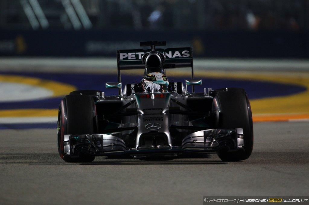 Gp di Singapore 2014: Hamilton vince e torna in testa al Mondiale. 2° Vettel, 3° Ricciardo