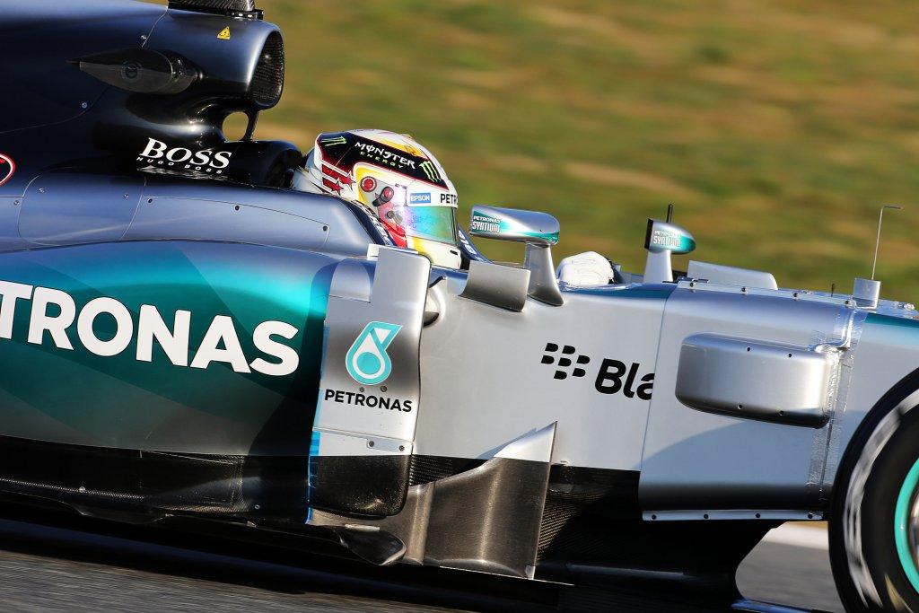 GP di Gran Bretagna: Hamilton trionfa nella pioggia su Rosberg e Vettel