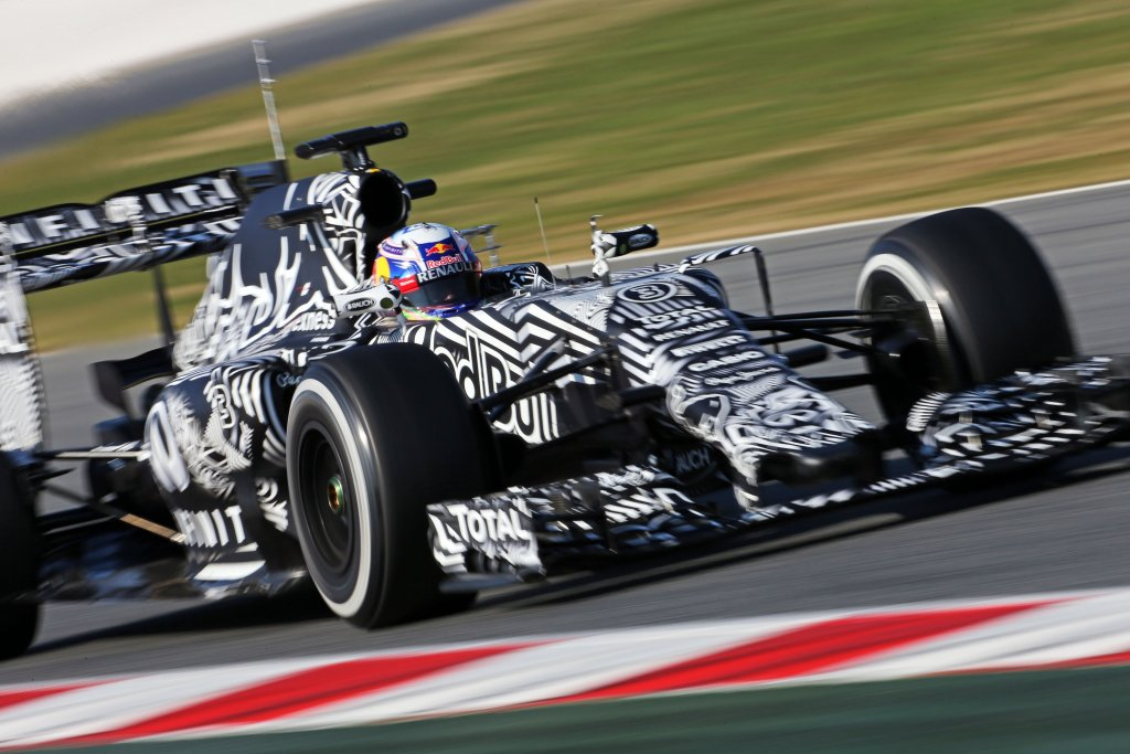 Barcellona, Ricciardo il più veloce nella seconda giornata di test F1
