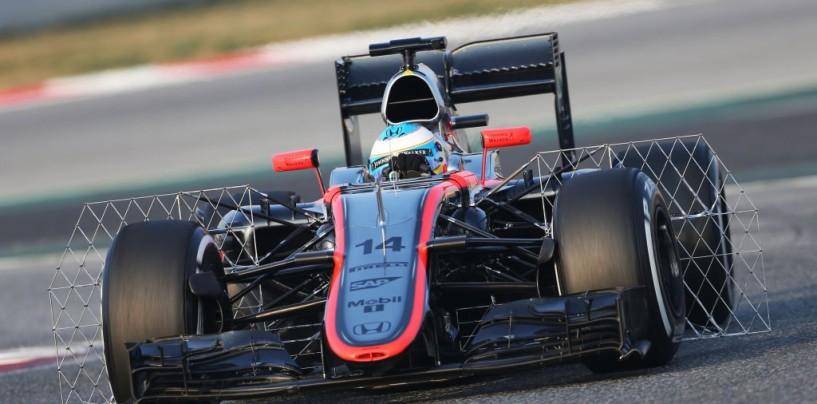 Test Barcellona, ultimo giorno. Sainz in testa, incidente per Alonso